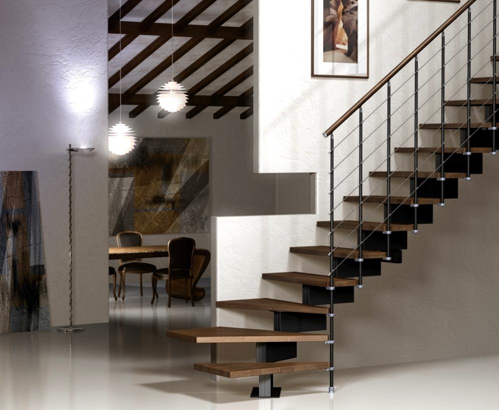 огорожена, есть лестницы на второй этаж металлические фото ромашковым